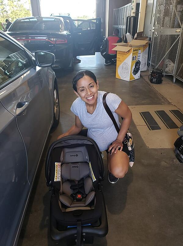 FB_CarSeatGiveaway_Momwithcarseat
